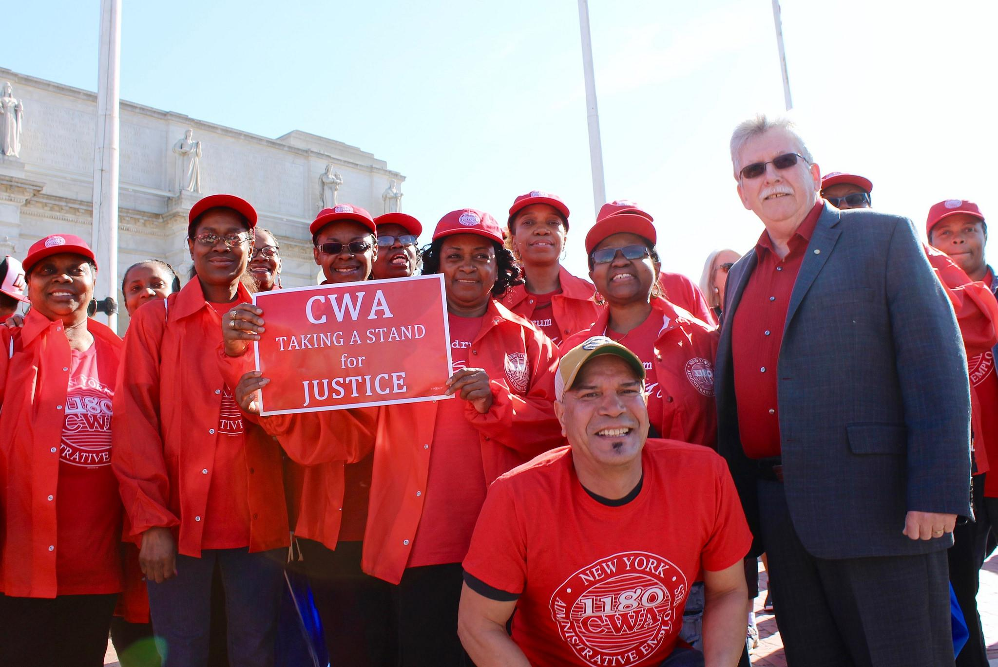 Chris Shelton with CWA Local 1180